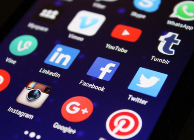 Social Media Icons auf einem Smartphone